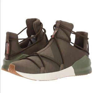 PUMA Sneakers 9.5! Never worn!